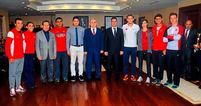 Vali Mustafa Büyük şampiyonları kabul etti