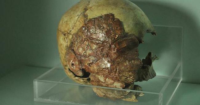 Niğde Müzesi'nde 7 bin 200 yıllık kil sıvalı kafatasları sergileniyor