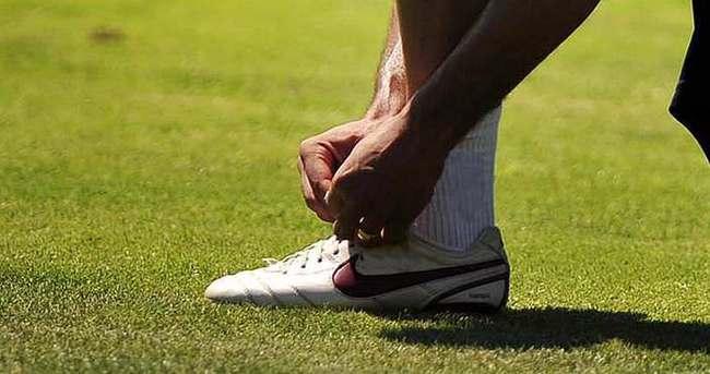 Kendi bağcıklarını bağlayan spor ayakkabısı üretildi