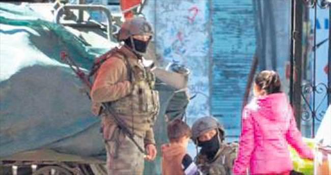Hakkâri'de PKK'ya halktan imza şoku