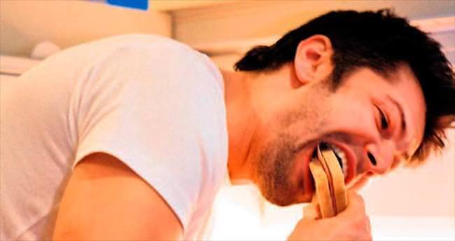 İyi bir uyku çekmek için yemeğinizi en az üç saat önce yiyin