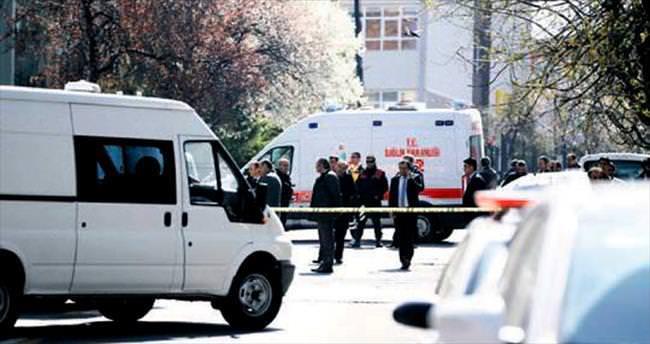 Polis 2 meslektaşına kurşun yağdırdı