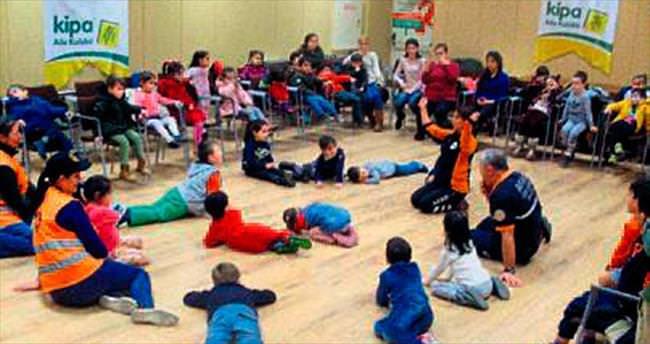 Çocuklara depremi uygulamalı anlattılar