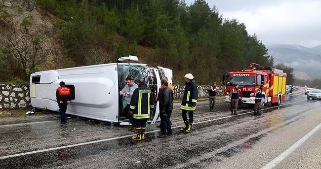 Isparta'da otobüs devrildi: 31 yaralı