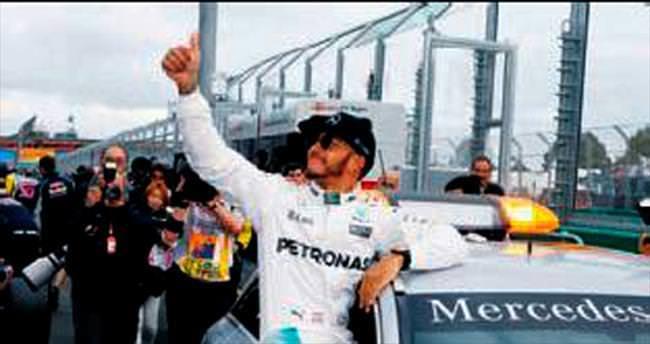 2016'ya Hamilton ilk sırada başlıyor