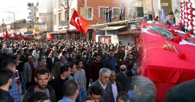 Şehit uzman çavuş Kurtoğlu'nu 5 bin kişi uğurladı