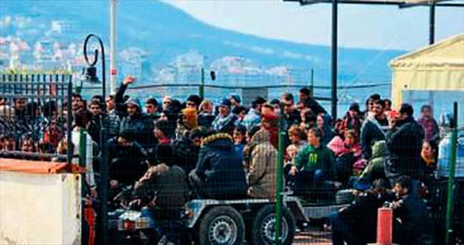 Yakalanan kaçaklar gemide sabahladı