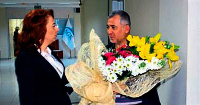 Manisa SGK'da çiçekli karşılama