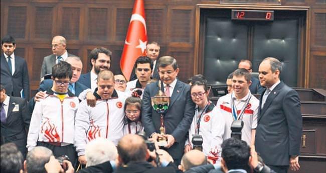 Davutoğlu: Bu bir istiklal ve istikbal mücadelesi