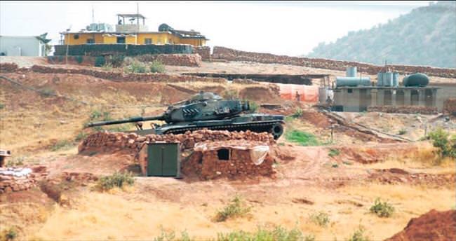 DAEŞ militanları obüslerle vuruldu