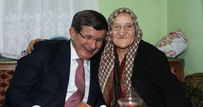 Başbakan Davutoğlu Emine Küreksiz'i sevindirdi