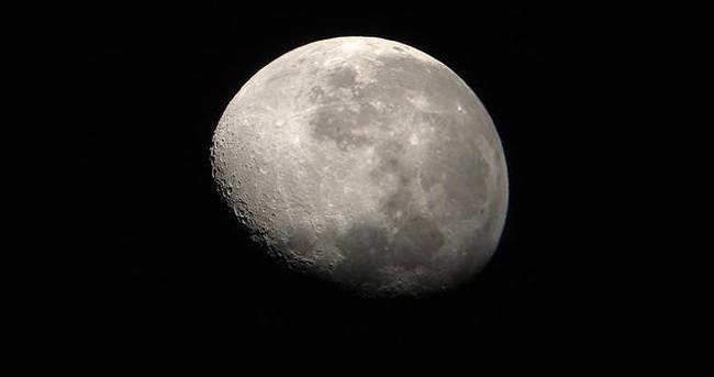 Ay'ın ekseni değişti