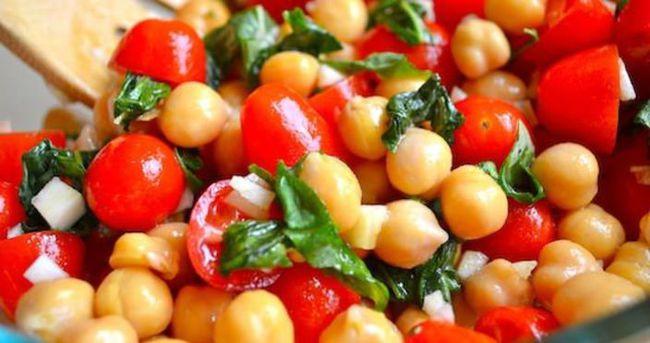 Renkli Nohut Salatası Nasıl Yapılır?