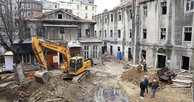 Beyoğlu'nun 184 yıllık tanığı restore ediliyor