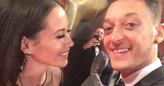 Mesut Özil ile sevgilisi Mandy Grace Capristo ayrıldı