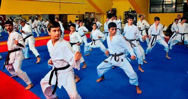Karate Dan Hazırlık Eğitimi Adana'da yapıldı