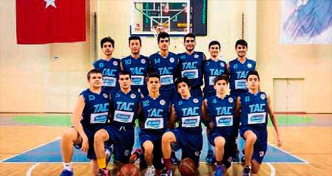 Tarsus Amerikan Koleji potada bölge şampiyonu