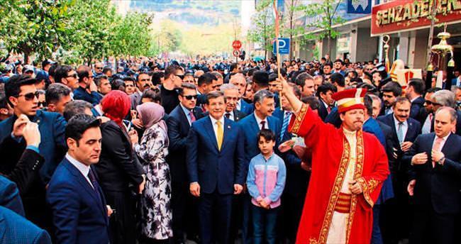 Davutoğlu, Manisa'da 26 tesisi hizmete açtı