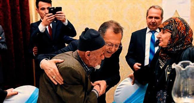 Yaşlılardan Uğur'a hayır duası