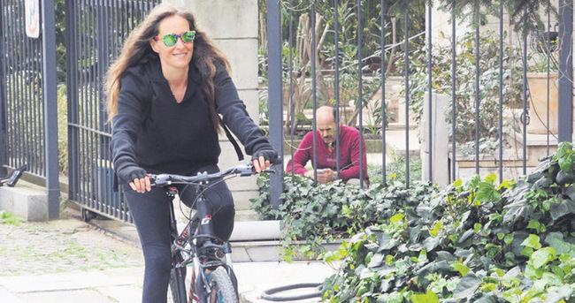 Bennu Gerede'den trafiğe bisikletli çözüm