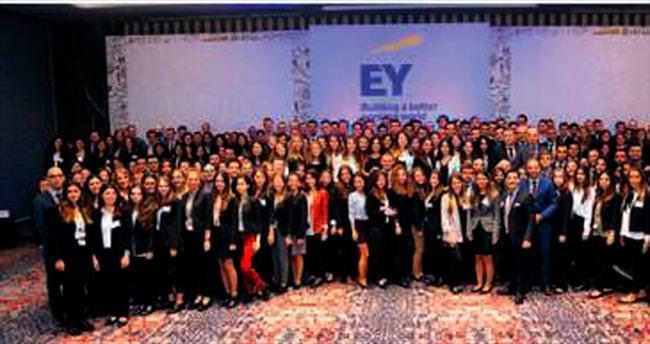 EY Türkiye 200 yeni mezunu işe alacak