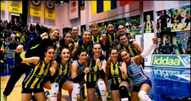 Fenerbahçe zirvede bitirdi