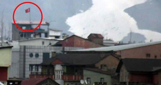 Güvenlik güçleri o bölgeye Türk bayrağı dikti