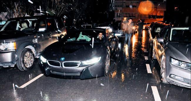 Sabri Sarıoğlu'ndan eşine araba jesti