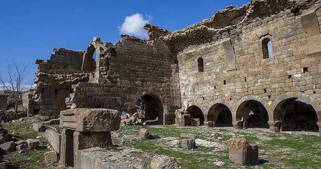 Binbir Kilise 19. yüzyıldaki depremle yıkılmış
