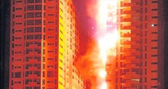 BAE'de çifte gökdelen yangını