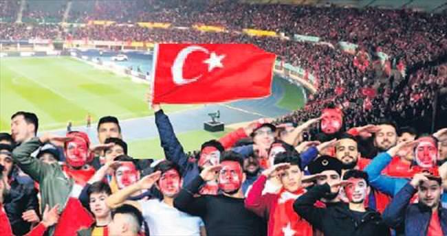 Ernst Happel'e Türk kuşatması