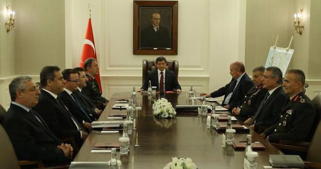 Başbakan Davutoğlu'ndan FETÖ ile mücadele toplantısı