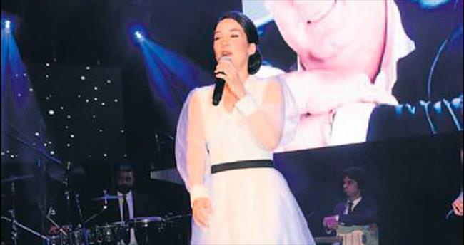 Eşiyle kızı, Kayahan'ın yaşgününü ayrı ayrı kutladı