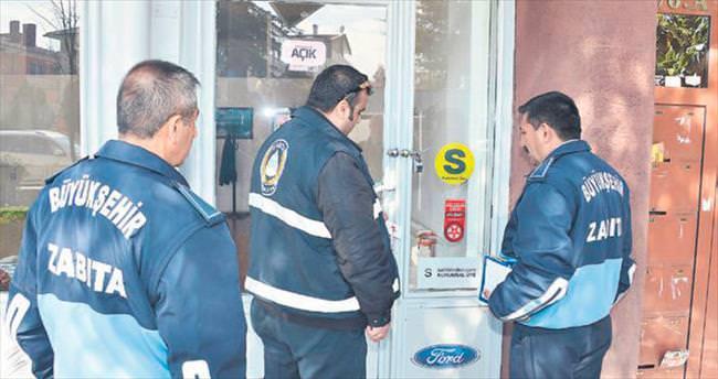 Ankara zabıtası oto galerilerini mühürlüyor