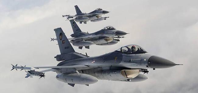 Ürdün'de askeri uçak düştü!