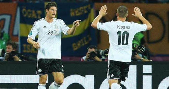 Gomez Poldi'yi solladı