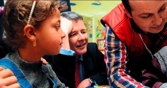 İngiliz heyetinden Suriyelilere ziyaret