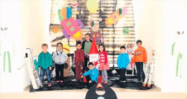 Anaokulu öğrencilerinden 'Geleceğe Yolculuk' sergisi