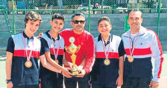 Kort tenisi takımı il şampiyonu oldu