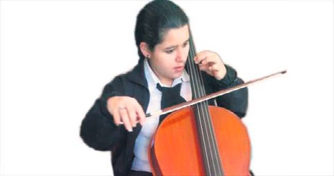 Rabia, 20 yaşında 20 enstrüman çalıyor