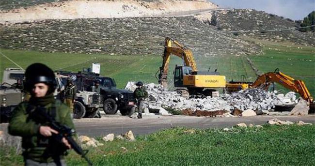 İsrail 3 Filistinlinin evini yıktı