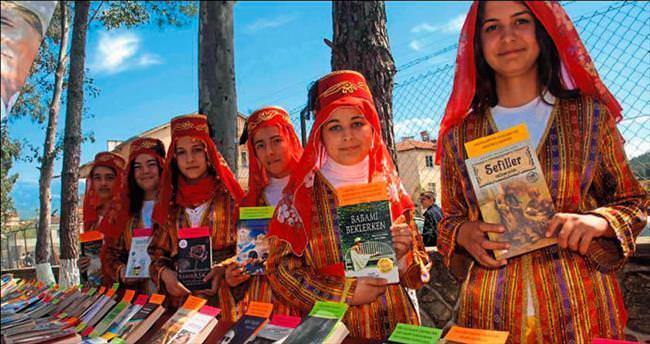 1001 Kitap Projesi öğrencilerle buluştu