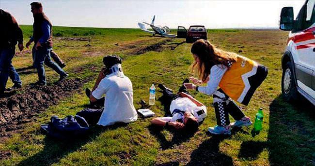 Uçak tarlaya zorunlu iniş yaptı: 2 yaralı