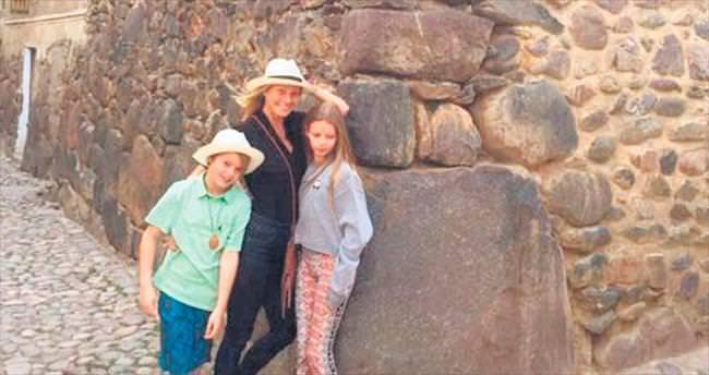 Çocuklarını Peru'ya götürdü