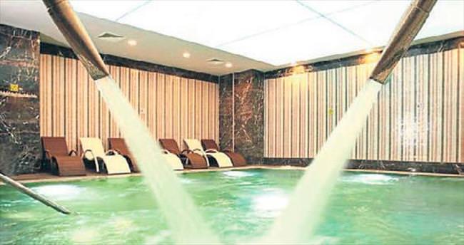 En modern termal havuz Wyndham'da