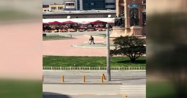 Taksim'de silahlı şahıs paniği kamerada