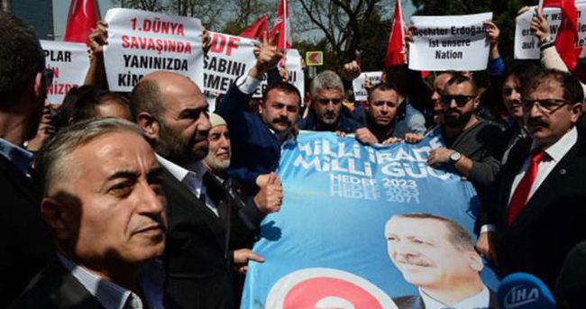 ZDF'nin İstanbul ofisi önünde eylem