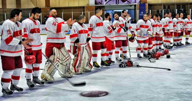 Buz hokeyinde şampiyon Türkiye