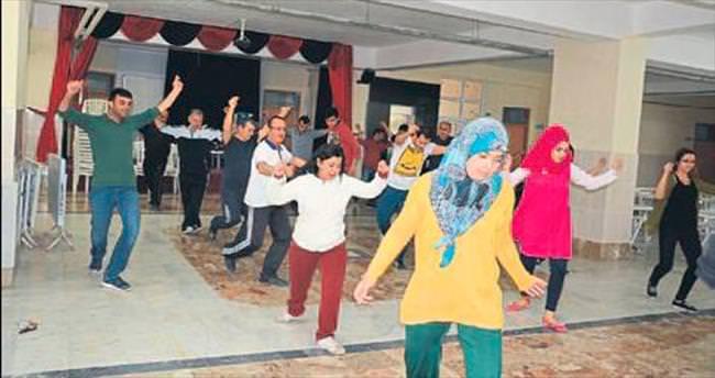 Korkuteli'de halk oyunları kursu