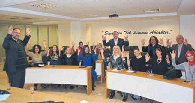 AK Parti İzmir'den işaret dili atağı